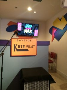 KKTY sign